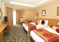 Royal Dragon Hotel фото 2