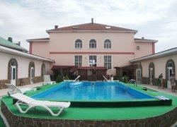 Фото 1 отеля Адмирал Клуб - Заозёрное, Крым