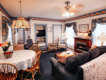 Апартаменты Antoinette's Apartments & Suites