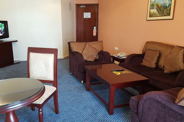 Al Bustan Tower Hotel Suites - фото 4