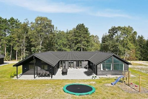 Eight-Bedroom Holiday home in Frederiksvaerk - фото 12