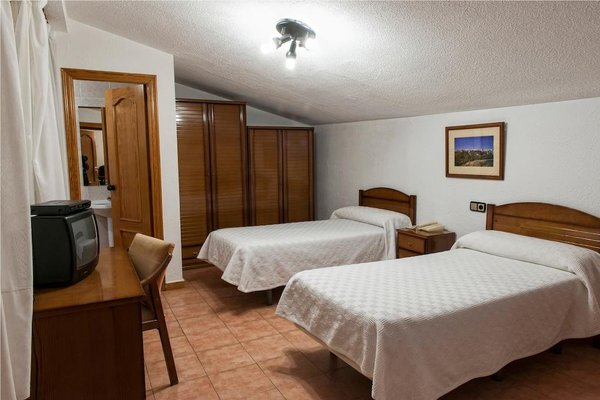 Hostal Residencia Turnat Bejar - фото 3