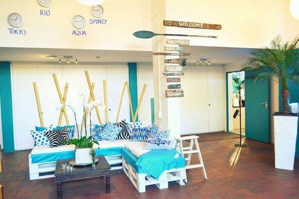 Aqua Hotel & Hostel - фото 5