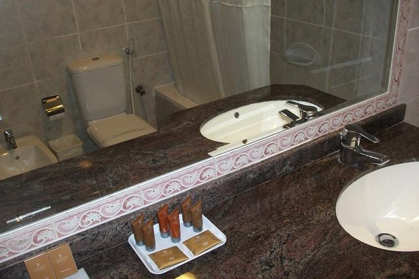 Ramada Beach Hotel Ajman - 8