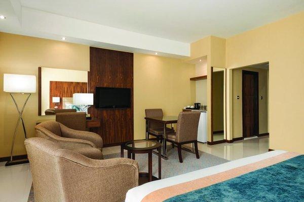 Howard Johnson Hotel - фото 3