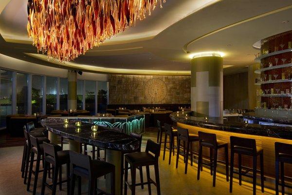 Hilton Capital Grand Abu Dhabi - фото 10