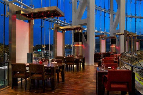 Hilton Capital Grand Abu Dhabi - фото 14