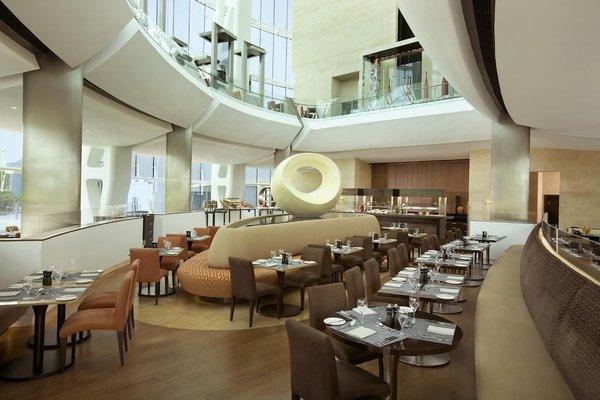 Hilton Capital Grand Abu Dhabi - фото 8