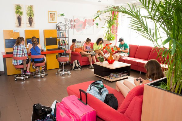 a&t Holiday Hostel - 16