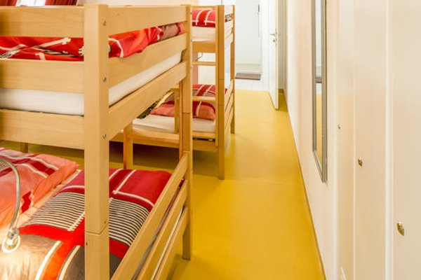 a&t Holiday Hostel - 7