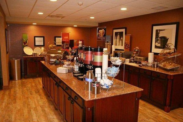 Hampton Inn & Suites by Hilton Moncton - 10