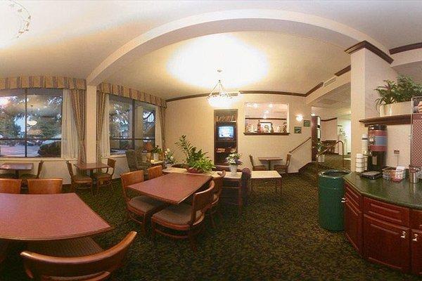 Hampton Inn & Suites by Hilton Moncton - 17
