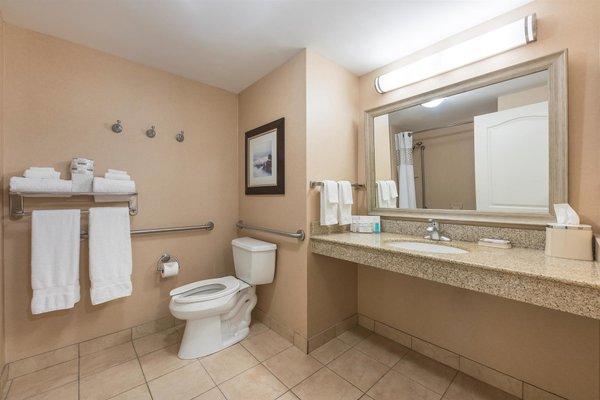 Hampton Inn & Suites by Hilton Moncton - 6