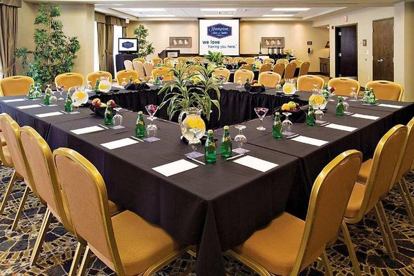 Hampton Inn & Suites by Hilton Moncton - 8