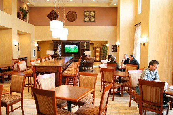 Hampton Inn & Suites by Hilton Moncton - 9
