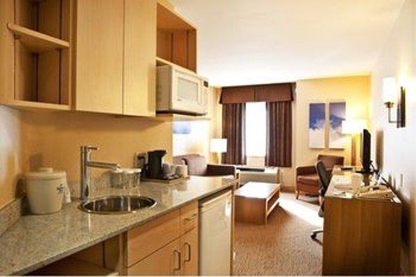 Holiday Inn Express-Langley - 12