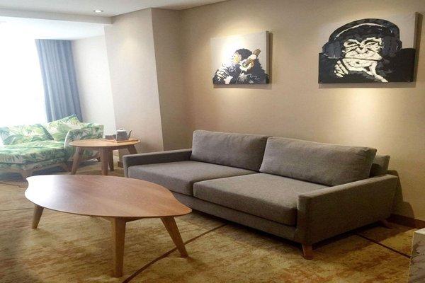 Robin Hotel - 11