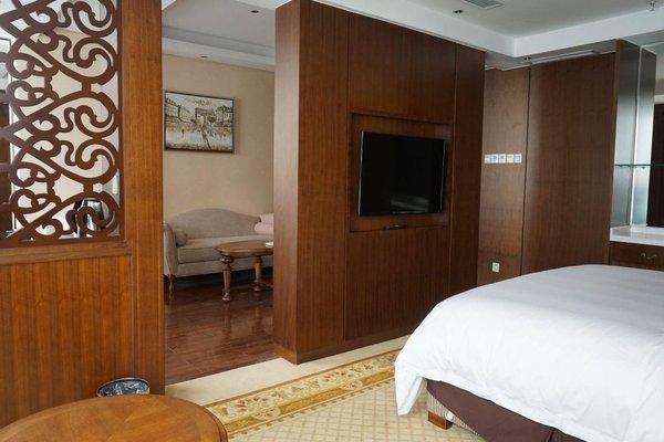 Robin Hotel - 6