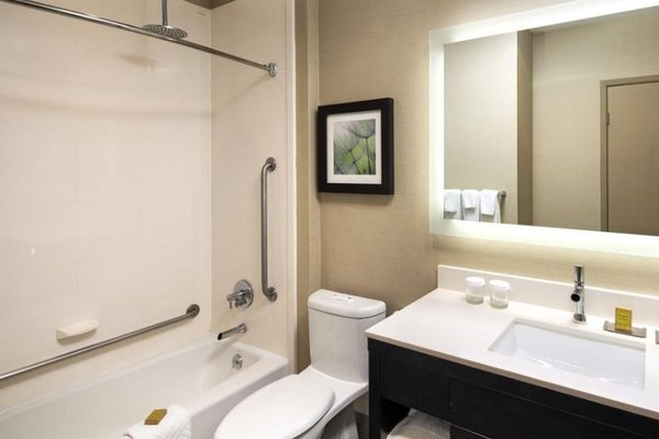 The Hollis Halifax - a DoubleTree Suites by Hilton - фото 11