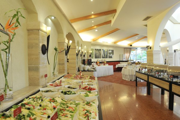 Rogner Hotel Tirana - 13