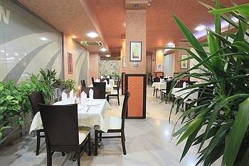 SB Rentals Apartments in Royal Dreams Complex - фото 13