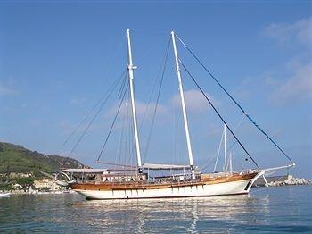 Boat and Breakfast - Mybubu - фото 8