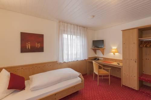 Lowen Hotel & Restaurant - фото 4