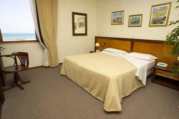 Hotel 7 Mari - фото 1