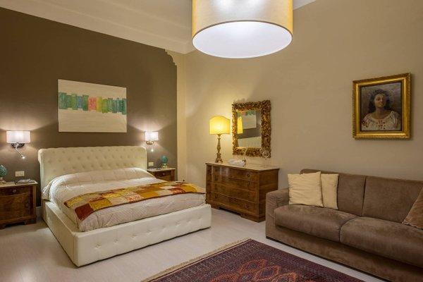 Elegant and Stylish Apartment - фото 7