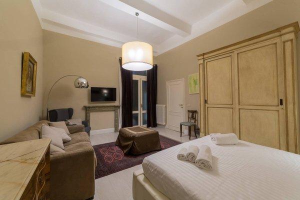 Elegant and Stylish Apartment - фото 4