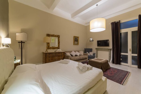 Elegant and Stylish Apartment - фото 6