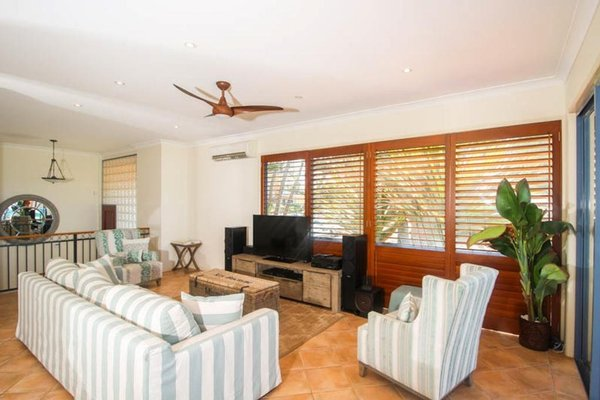 Absolute Beachfront Family Holiday Home - фото 1