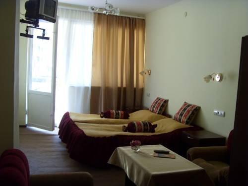 Отель Дебед - фото 0