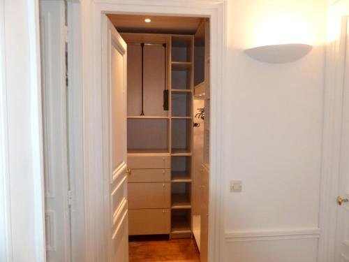 Marvellous Sunbathed 3BR at the heart of Paris - фото 11