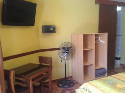 Hostal San Isidro - фото 2