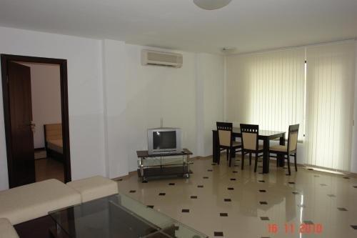 Apartments in Botabara Building - фото 1
