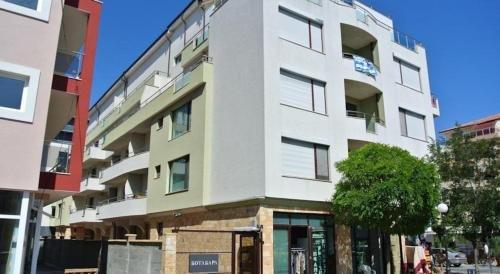 Apartments in Botabara Building - фото 4
