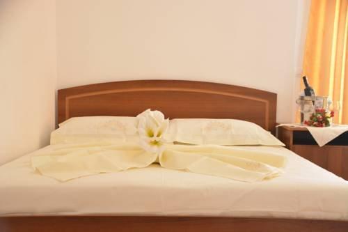 Hotel Lakaj - фото 1