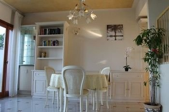 5 STAR SIRMIONE WITH PRIVATE BEACH AND GARAGE - фото 13