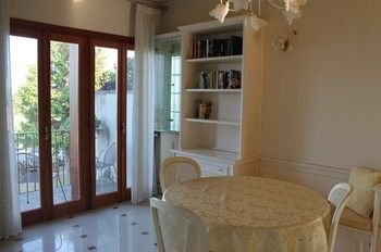 5 STAR SIRMIONE WITH PRIVATE BEACH AND GARAGE - фото 17