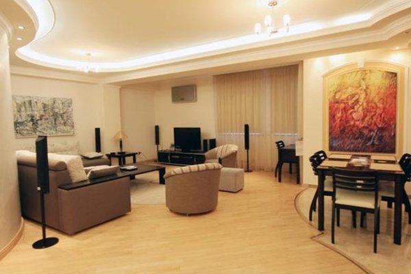 Royal Place Apartment - фото 45
