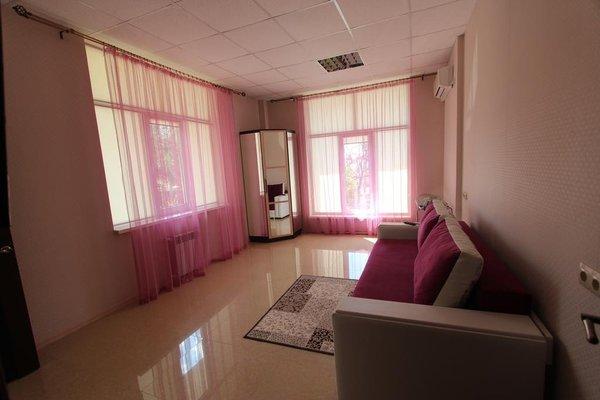 Apartment on Kirova 120 kv 7 - фото 3