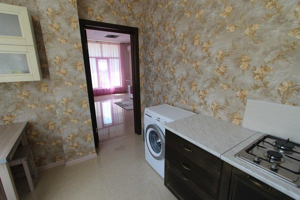 Apartment on Kirova 120 kv 7 - фото 2