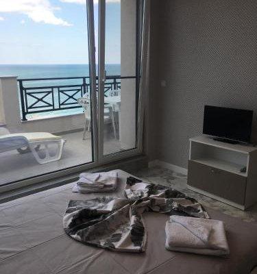 Golden Sea View Apartments - фото 1