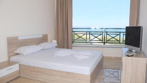 Golden Sea View Apartments - фото 3