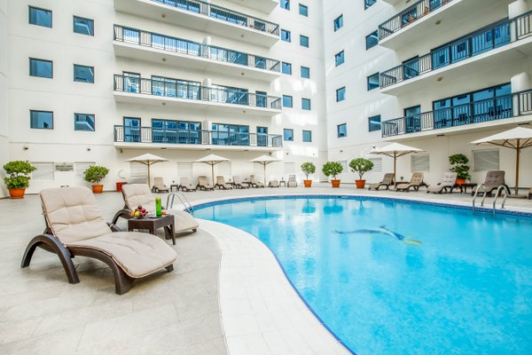 Golden Sands 10 Hotel Apartments - фото 0