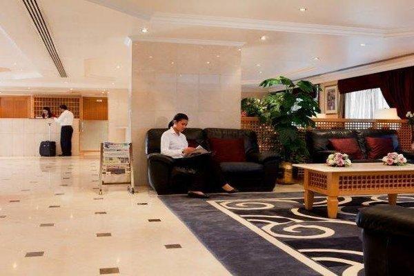 Golden Sands 10 Hotel Apartments - фото 9