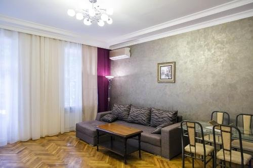Modern apartment in the city center - фото 1