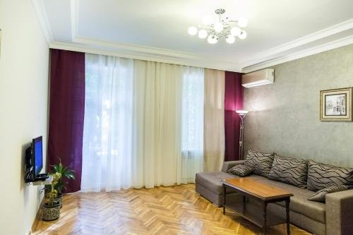 Modern apartment in the city center - фото 10