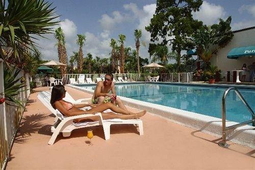 Photo of HOLIDAY PARK HOTEL & SUITES DEERFIELD BEACH
